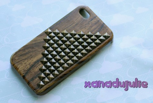 Made Scott a wood grain stud case :3 I will be doing a limited edition 6 case series of these bad boys, different color studs & wood grain colors. Keep your eyes peeled and message me on etsy for more info!