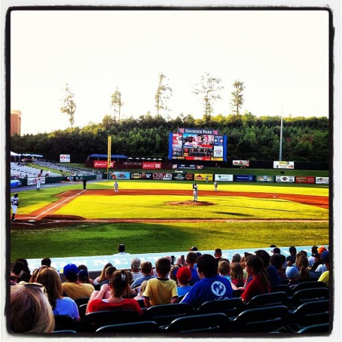 Béisbol been berry berry good to me!  (Taken with Instagram at Smokies Park)