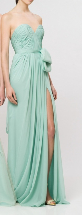 patientlywishing:  Love the mint color.