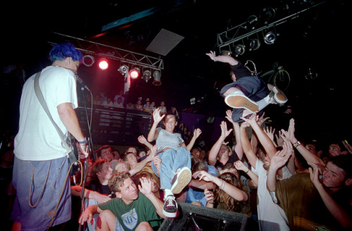 tits-amore:  doxit:   Blink 182  Year: 1995  i don't care for much blink 182, but this is nice.