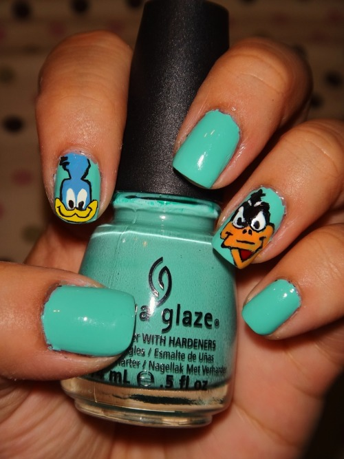 Looney Toon birds, Road Runner and Daffy Duck, using China Glaze's Aquadelic!Enjoy! :)