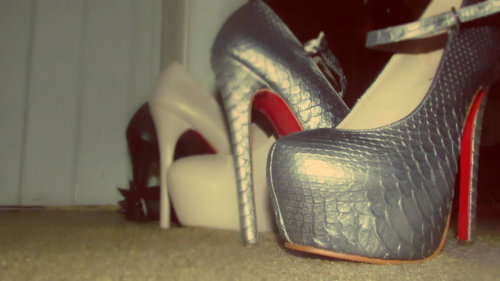 Snake Skin <3 red Bottoms <3 My mommy shoes <3  this is for a project im doing photography class