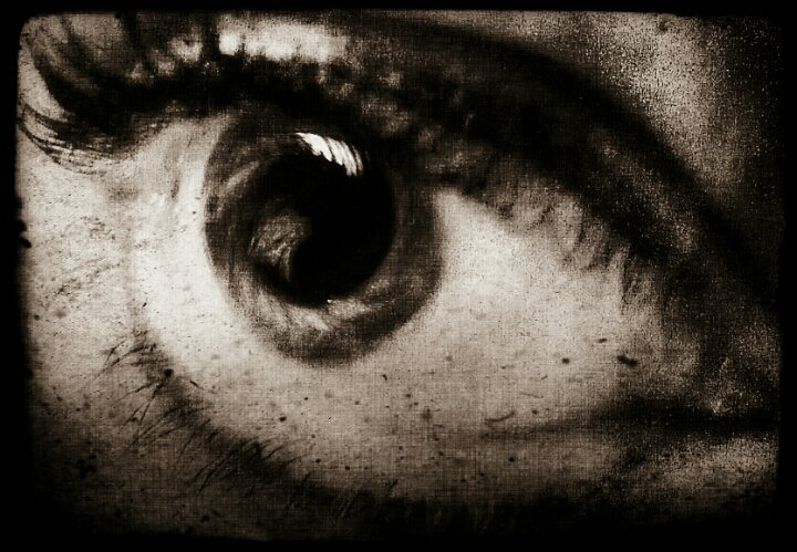 "in your eyes… ice#lifetomusic #photographiceye ""in my eyes"" - minor threat#uglybeautiful #BonnieNapTime #eye #blancoynegro(from @BonniesAsleep on Streamzoo)"
