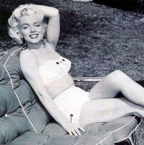 addictedtomarilyn:  Marilyn Monroe photographed by Mischa Pelz, 1953