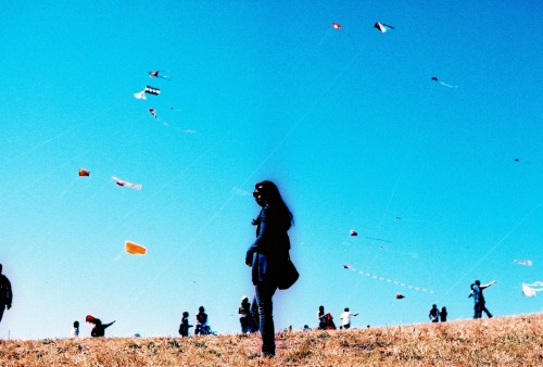 here is a shot from the Berkeley Kite Festival this past weekend.  i usually shoot with color negatives, but i love the vibrant colors of slide films.  with this one, i got it cross processed…and it looks like aura photography, which is totally fitting given the famous hippie culture of berkeley.  i think it is just an interesting chemical reaction resulting from the cross-processing of the film.   camera:  Canon Canonflex RMfilm:  cross-processed Fuji Velvia 50F
