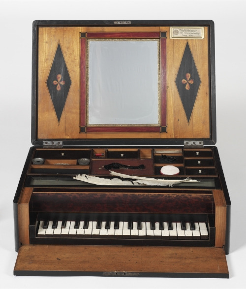 Nähtischklavier [sewing table piano, ca. 1800]