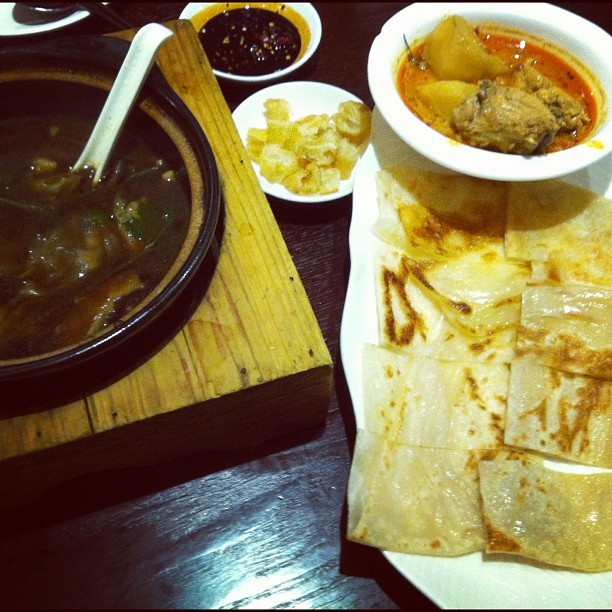 #singaporefood#curry#chicken#naanbread#BakKutTeh (Taken with Instagram)