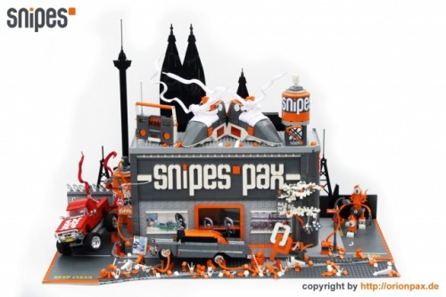 Snipes Pax Built for the SNIPES Megastore Cologne openinghttp://www.snipesshop.de/for sure represents their housecolor.A lot of nice details you´ll find to discover in here.