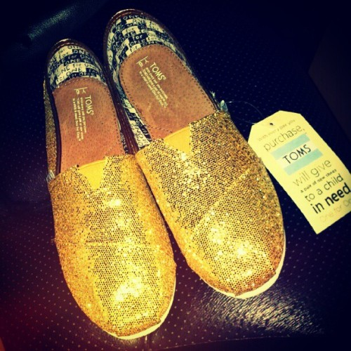 #my #gold #glitter #shoe #birthday #gift from #mama. (Taken with Instagram)