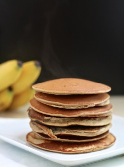 sold. so making these for breakfast tomorrow!   caitsplate:  Gluten-Free Banana Bread Pancakes - just 7 easy ingredients! (via Gluten-Free Banana Bread Pancakes)