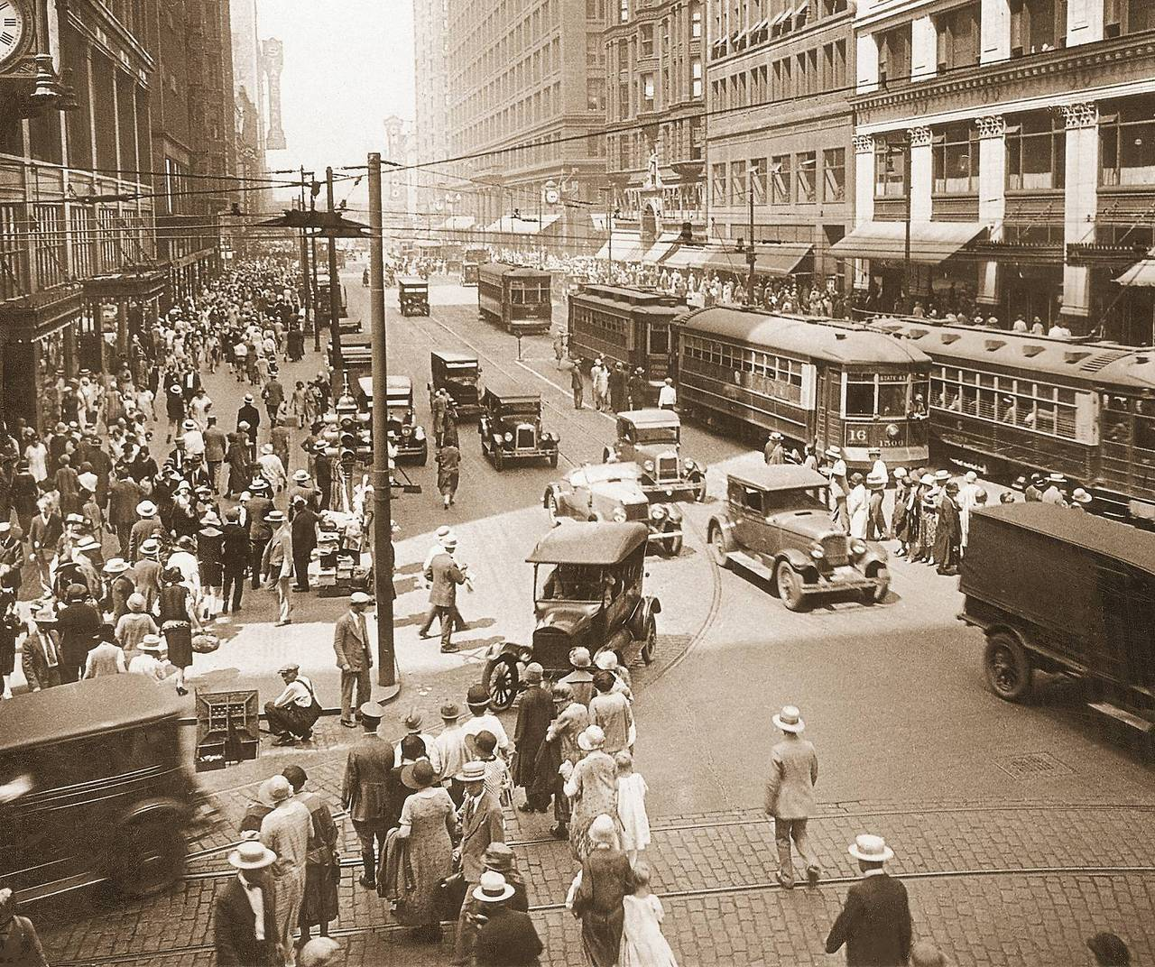 old-chicago:  1920s. State St. Looking North from Madison. Chicago Theater and State-Lake in the distance.