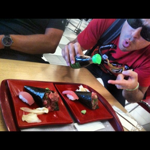 #airport #sushi who would of thought???!!!! (Taken with Instagram at Portão 3)