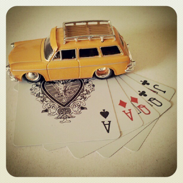 Quem dá as cartas? #pokerface #diecast #myphoto  (Publicado com o Instagram)