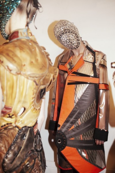 Maison Martin Margiela Couture 2012-Backstage (via HELLO EARTHLINGS!! | LuxuryShoppers)