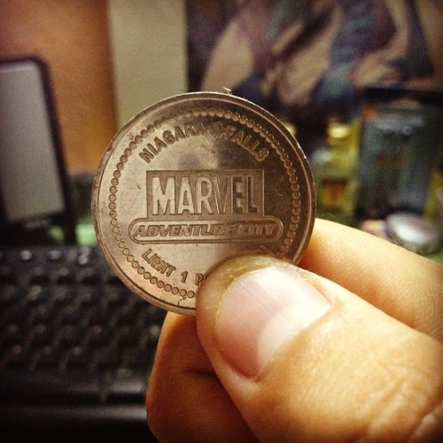 3. Coin. #photoaday #photoadayaug #marvel #coin  (Tomada con Instagram)