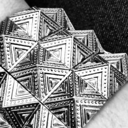 #bracelet #pyramids #texture #fashion #pattern #design #style #accesorie (Taken with Instagram)