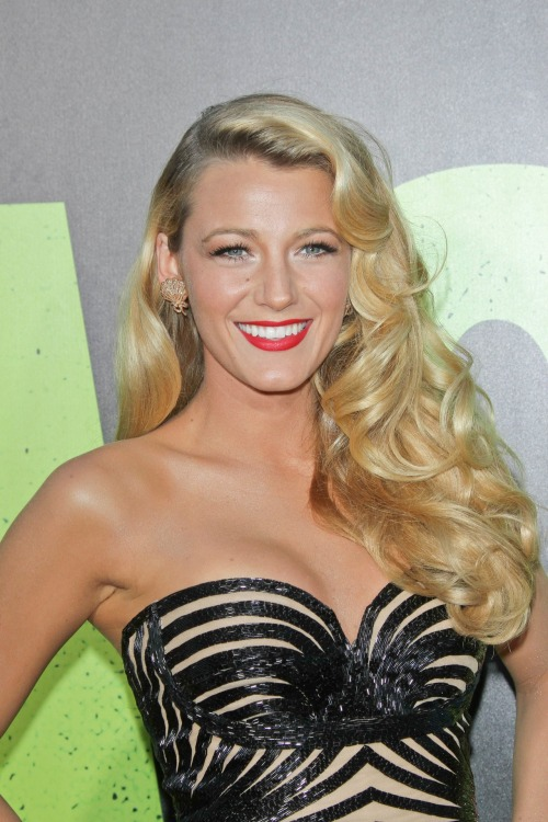 Blake Lively was the picture of old Hollywood glamour at the premiere of her new film, Savages. Learn how to recreate her full-bodied curls and bold makeup here »