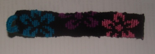Friendship bracelet (keychain), € 3,00, shipping everywhere. (I made it entirely out of scrapes from the previous bracets I made and there was no way to put braids on them to make a bracelet out of it and still look nice, so I made it a keychain…)