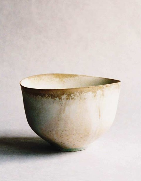 paper-clay: White tea bowl by Tabuchi Taro