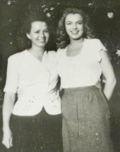 Norma Jeane poses with her half-sister Berniece