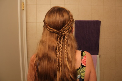 http://www.youtube.com/watch?v=g6h29feJMQ0  Sabrina Braids.