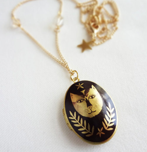 calivintage:  my obsession with cat accessories continues. just ordered this little guy.
