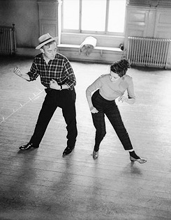 Alec Guinness and Yvonne de Carlo at Shepperton Studios, rehearsing the samba for their film The Captain's Paradise. Photos by Carl Sutton.