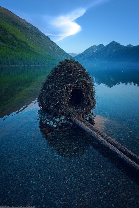 lori-rocks:  Little nest house in a remote lake in the Altai Republic, Russia via pinterest