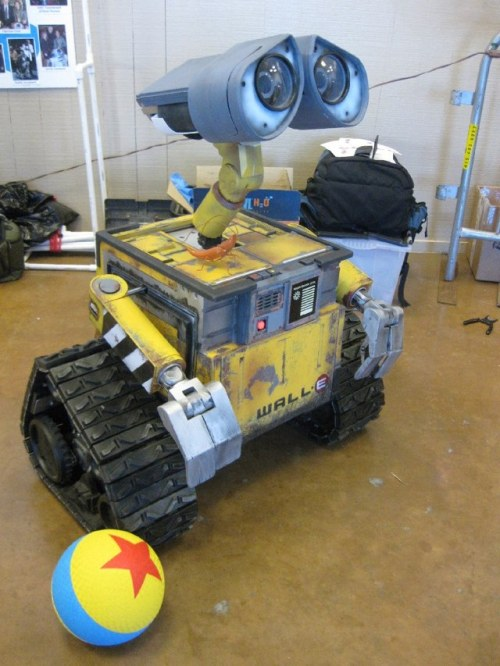 laughingsquid:  Real Life Remote-Control Version of WALL-E Robot by Mike Senna