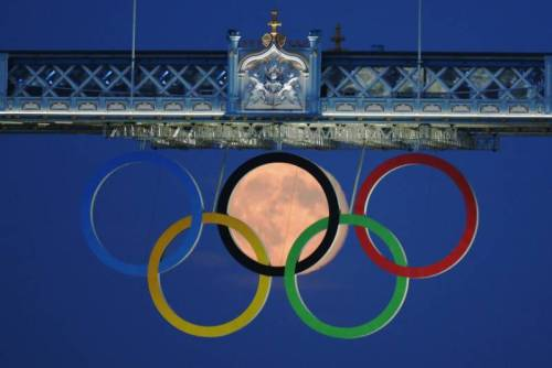 brooklynmutt:  Whoa! The full moon rises through the Olympic Rings hanging beneath Tower Bridge during the London 2012 Olympic Games August 3, 2012. REUTERS/Luke MacGregor