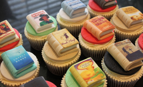 yeahwriters:  teachingliteracy:  Book Cupcakes (by Victoria's Kitchen)  These are awesome but this is also the most random grouping of books I have ever seen.