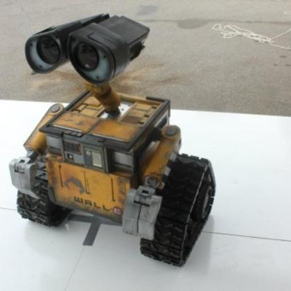 Guy spends two years building amazing life-size, working WALL-E (via BO.LT)