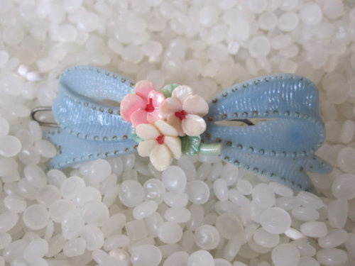 (via vintage hair barrette soft yellow bow with by rosebudcottage)