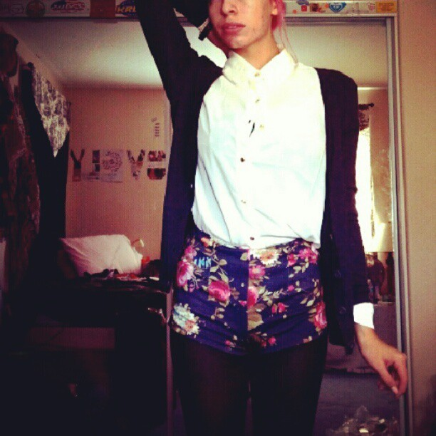 I'd love to find out how lovely you are ^-^#floralshorts #sheertop #pinkbun (Taken with Instagram)