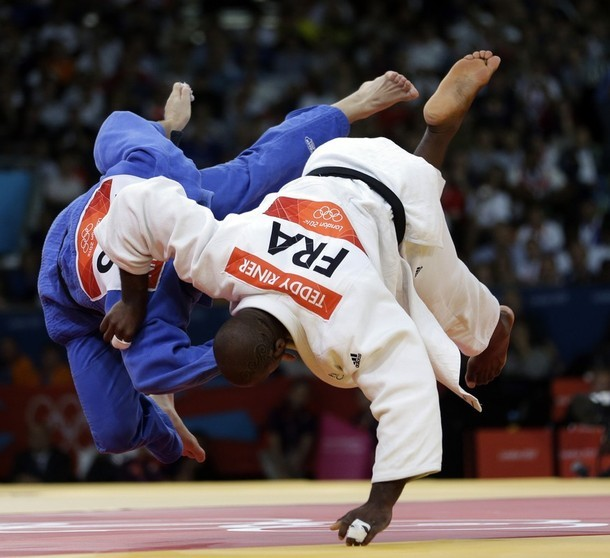 wrestlingisbest:  France's Teddy Riner (W) vs Russia's Alexander Mikhaylin in the +100kg final
