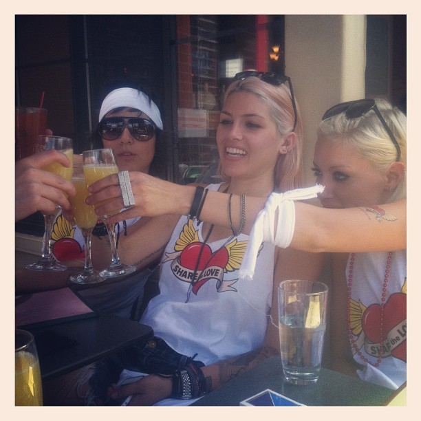 Mimosas and the girls!!  Lauren,Amanda and Laura http://thereallwordfans.tumblr.com/
