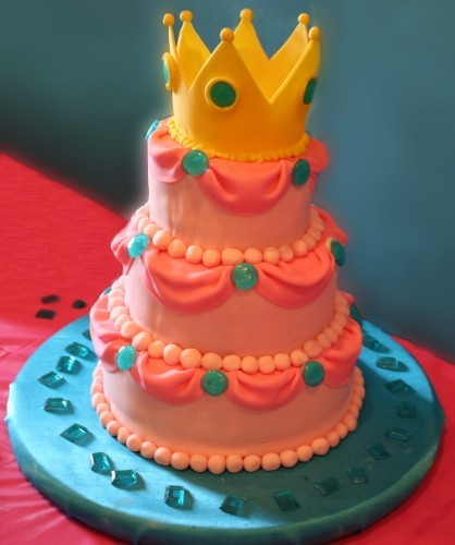 otlgaming:  PRINCESS PEACH CAKE Want a cake that screams royalty? Something that has so much bubblegum pink icing that it would scare Elle Woods and Barbie? Then, think Peachy. DIYers, Chica and Jo, featured this cake as the centerpiece for a Princess Peach themed birthday party. If there was ever an excuse to party like a Princess then, this cake is it. Eat your heart out, Princess Kate. Princess Peach does celebrations better.