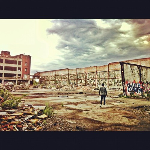 Apocalypse 2, even better #detroit #michigan #packardplant #abandoned #buildings #urbandecay @myvelouria94 (Taken with Instagram at Packard Plant)