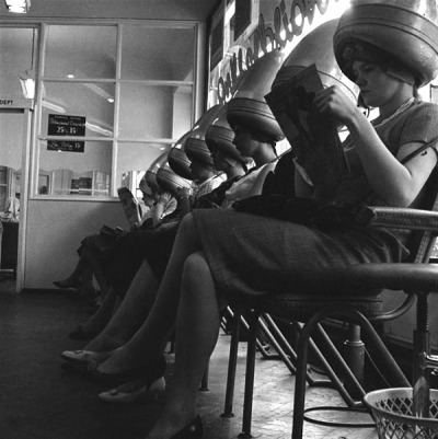 theswinginsixties:  Ladies at the Waterman School of Hairdressing, London, 1960. Photo by Henry Grant.