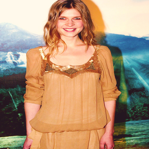 Favorite outfits of Clemence Poesy. (♥)
