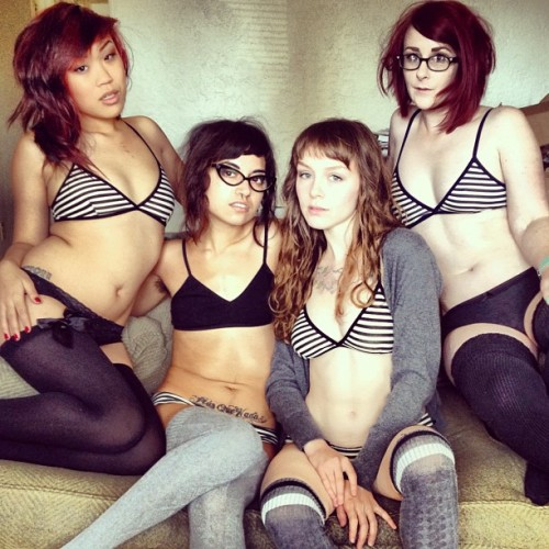 wifwolf:  lechetherat:  finchdown:  Matchy matchy with a bunch of babes - @scarletkisses, Imogen, me, Pony (Taken with Instagram)  Do my eyes deceive me? Best ever. I'm so excited for everyone to see our set, it's so perfect and It was so great to meet everybody!
