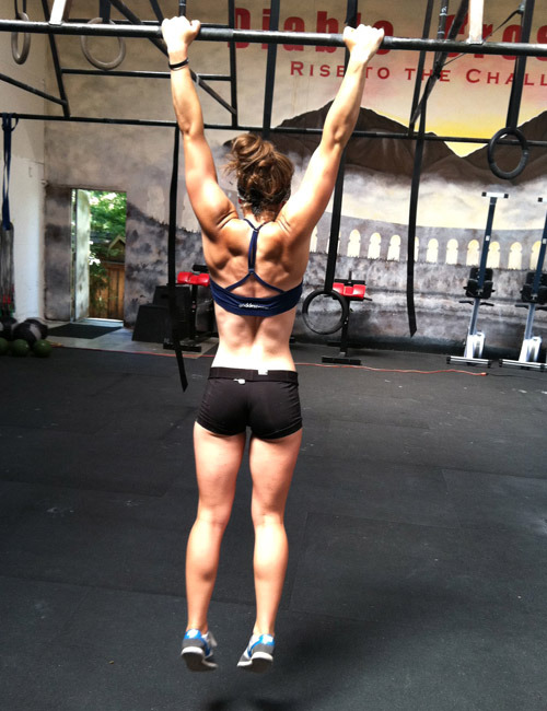 biking-bodybuilding-rambo:  artfitnessfunny:  I love women who can do pull-ups  yup.