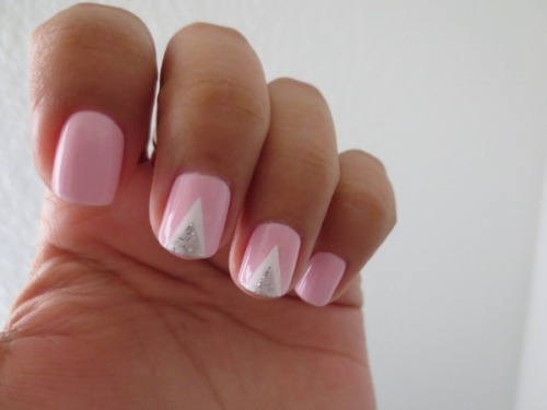 beautylish:  Cute chevron nails by Andrea M.!