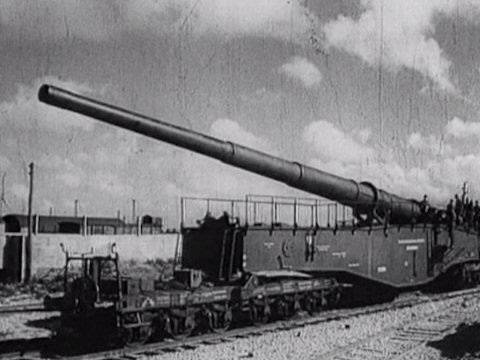 "WW2 Railway cannon. Krupp k5. Nicknamed 'Anzio annie' or ""Anzio express' by the allies."