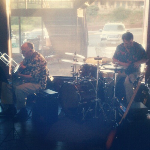 Playing music w/ jack petersen & frankie chavez  (Taken with Instagram at Ken's Creekside)