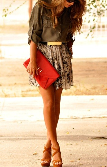 #PinterestFashionFind: Great floral skirt with blouse & portfolio clutch. Perfect office look! As seen on: pinterest.com/mattieboone95/