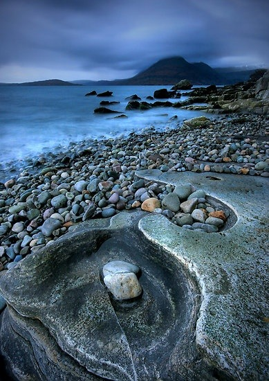 bluepueblo:  Rocky Shoreline, Isle of Skye, Scotland photo via lilly