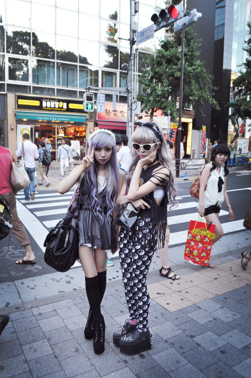 essyviolet:  昨日のdate!原宿で〜ジュリアとエシー Essy&Juri  Beautiful girlsAlso love the face of the girl of the right in the white top.