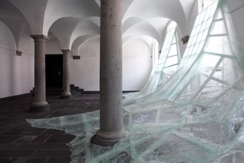 lydtheliuser:  (via Shattered Glass Installation by Baptiste Debombourg | Inspired!)