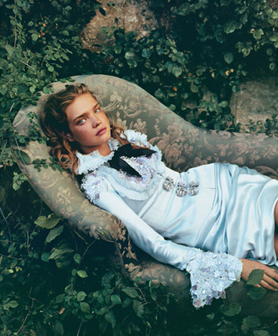 suicideblonde:  Natalia Vodianova photographed Annie Leibovitz for Vogue, December 2003
